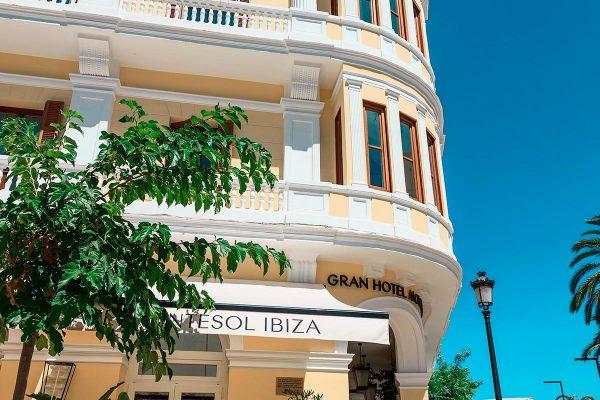 Fachada del Gran Hotel Montesol