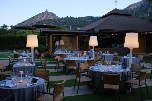 El restaurante L'Escaleta ofrece vistas a la Sierra de Mariola