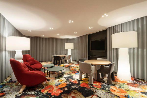 Sala VIP del aeropuerto de Ámsterdam-Schipol diseñada por Marcel Wanders.