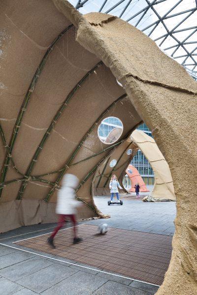 El proyecto Terramia es un prototipo de casa itinerante realizada con materiales naturales como el bambú o la arcilla que se presentó en la pasada edición de Salone del Mobile de Milán. / Fotografía: NAARO.