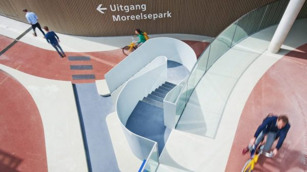 Estación Central de Utrech diseñada por Ector Hoogstad Architecten. Imagen cortesía de Ector Hoogstad Architecten