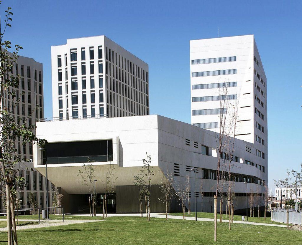 Facultad de Ciencias de la Salud de la Universidad de Granada. Imagen cortesía de Medimundo Arquitectos.