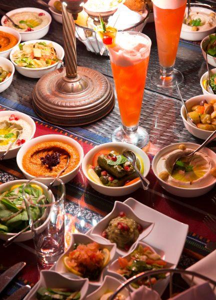 El restaurante QBara ofrece la gastronomía tradicional dubaití con las presentaciones más innovadoras del momento.