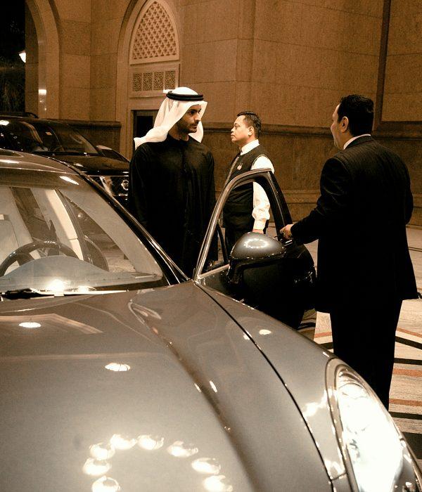 En Dubái conviven coches de lujo, tradición en el vestir y vanguardia en la forma de vivir.