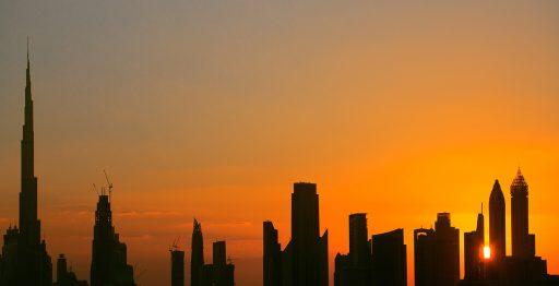 El skyline de Dubái está formado por infinitos rascacielos, entre los que destaca Burj Khalifa con 828 metros de altura.