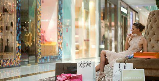 En las seis plantas de Dubai Mall se encuentran algunas de las boutiques más exclusivas de la ciudad, como Galeries Lafayette, Cartier, Bulgari o Louis Vuitton.